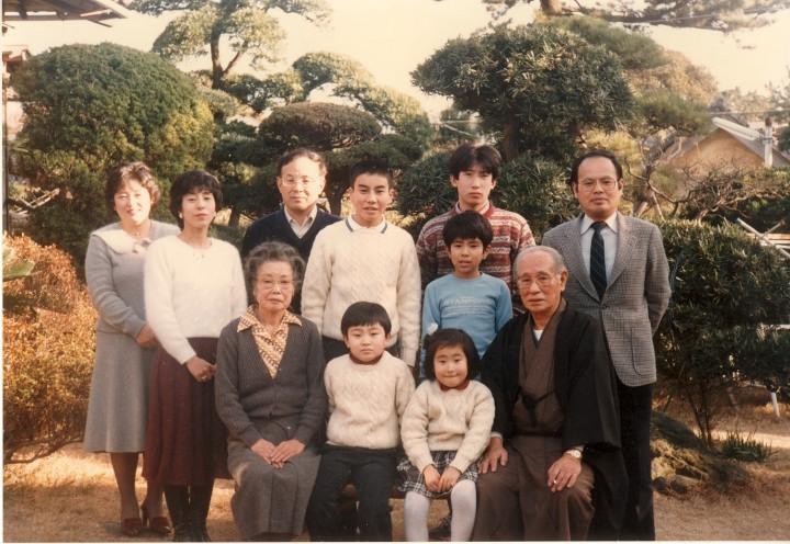 鵠沼にて 両親 妻、長男、二男、私