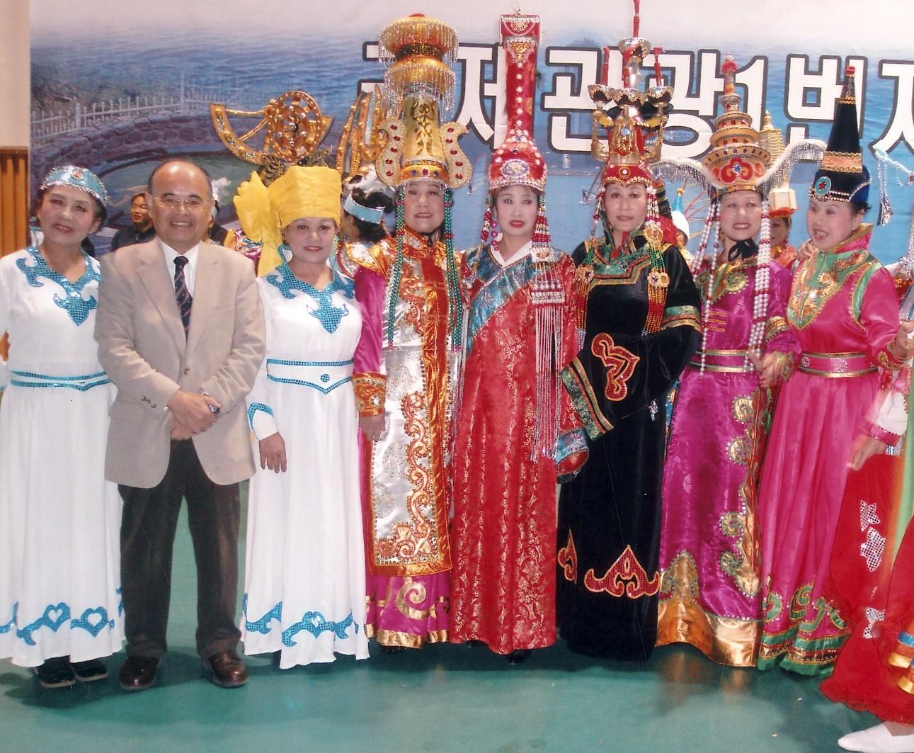 韓国束草市で開催のシンポジウムに日本人唯一のパネリストとして招かれる。 2008年11月
