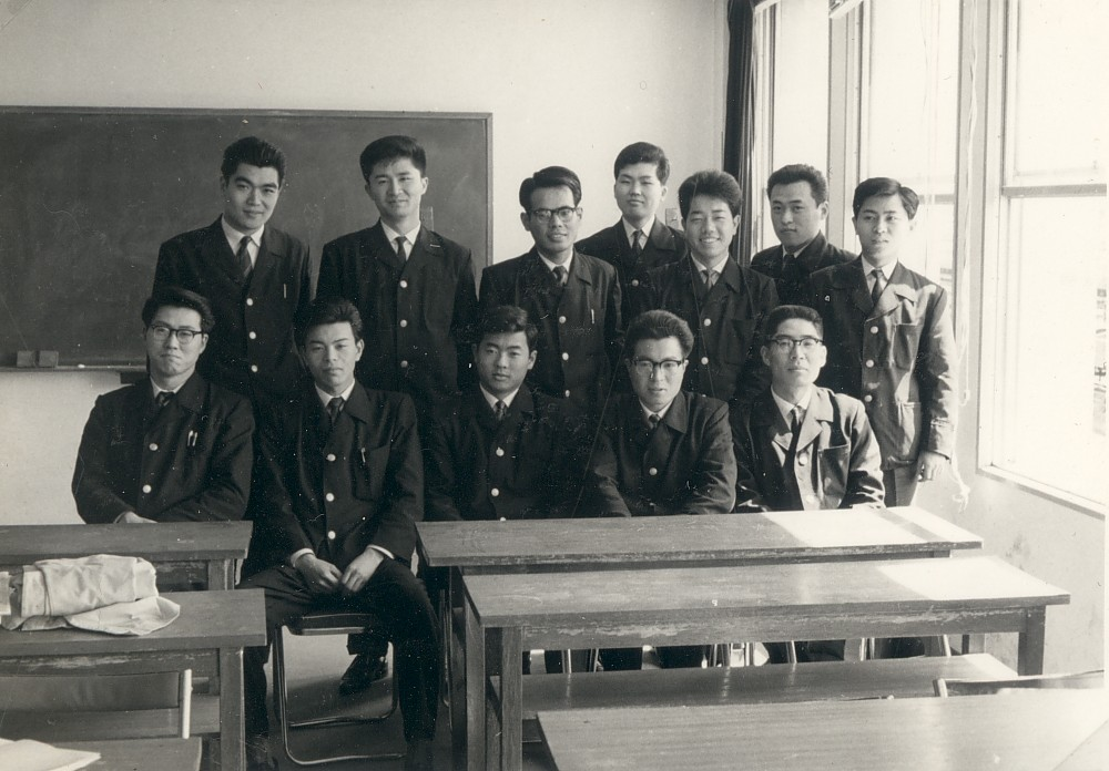 小田急電鉄新入社員研修・後列左3人目 1963年4月