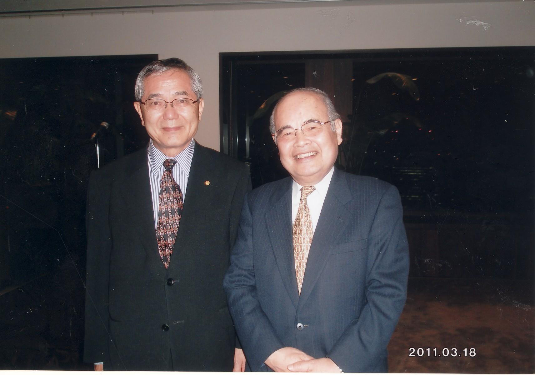 ノーベル化学賞受賞者で高校先輩の根岸英一博士と 2011年3月