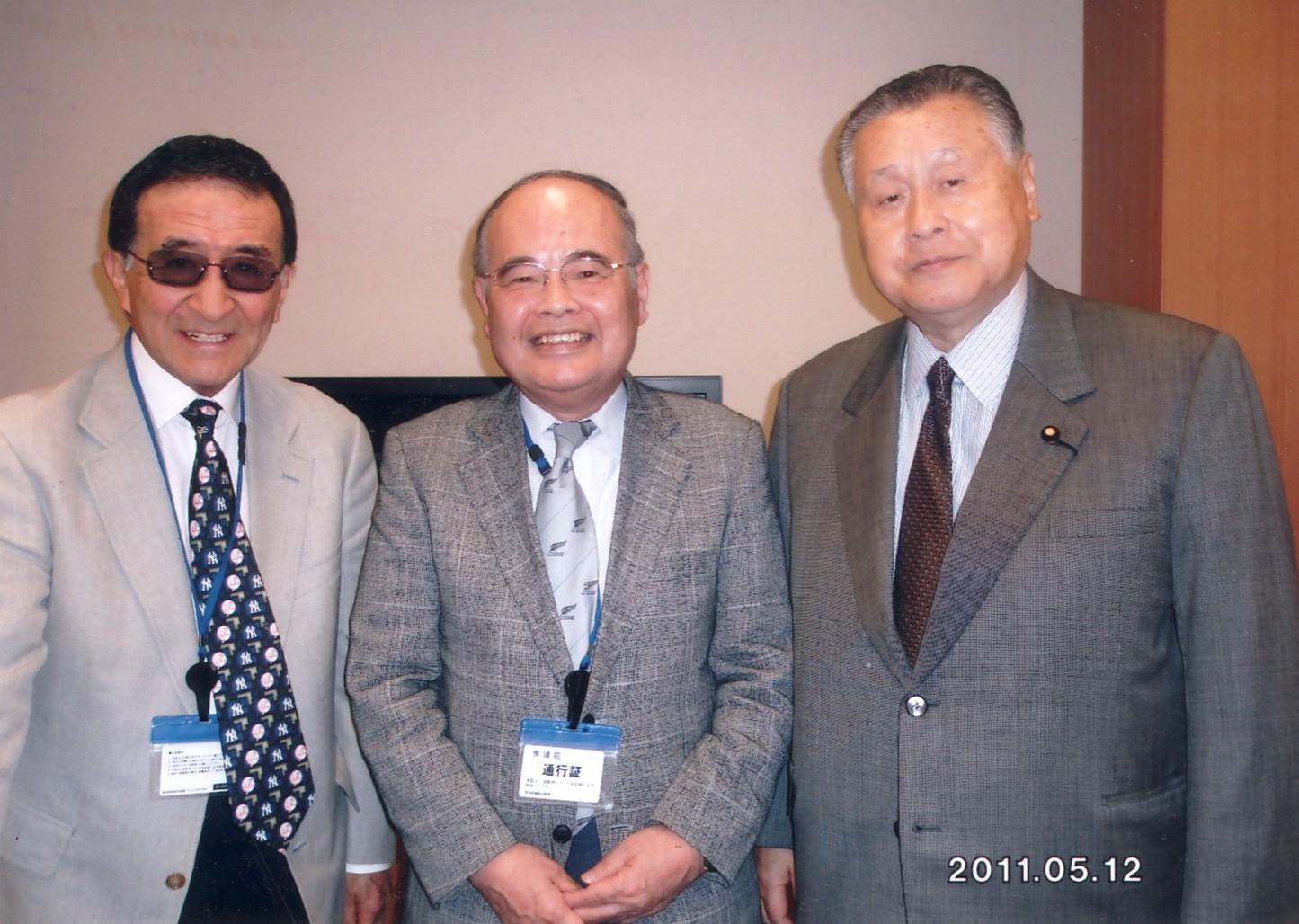 森喜朗・衆議院議員(元首相)と高校、大学の先輩佐々木信也氏 2011年5月