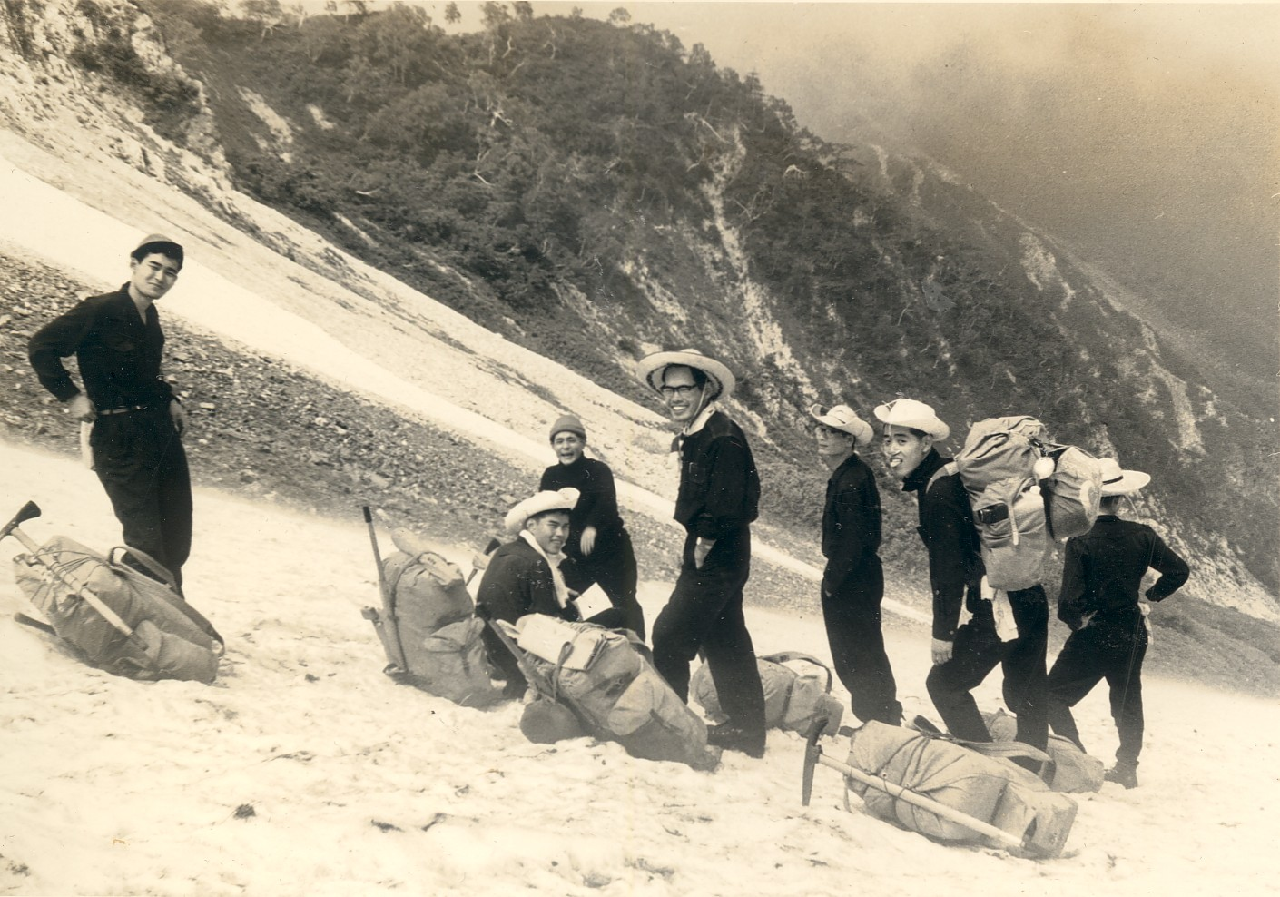 北アルプス・白馬大雪渓にて(中央) 1962年7月