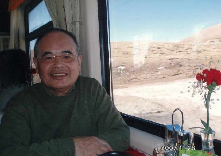 青海チベット鉄道の食堂車内