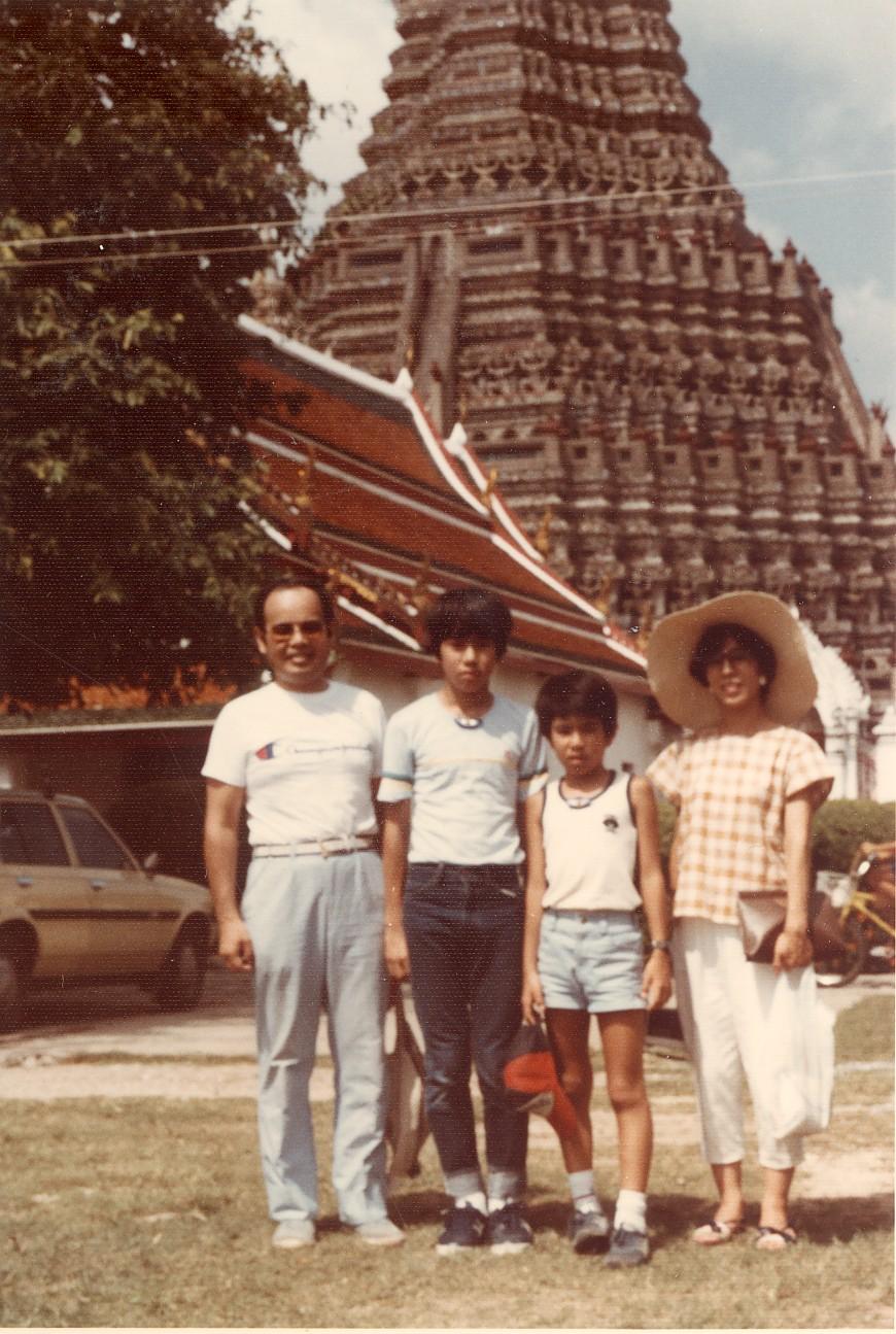 海外家族旅行 バンコックのワット・アルンにて 1983年8月