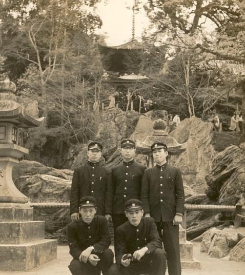 修学旅行で石山寺を見学・前列右 1956年4月
