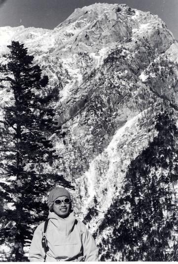 冬の北アルプス・仙丈岳を背に