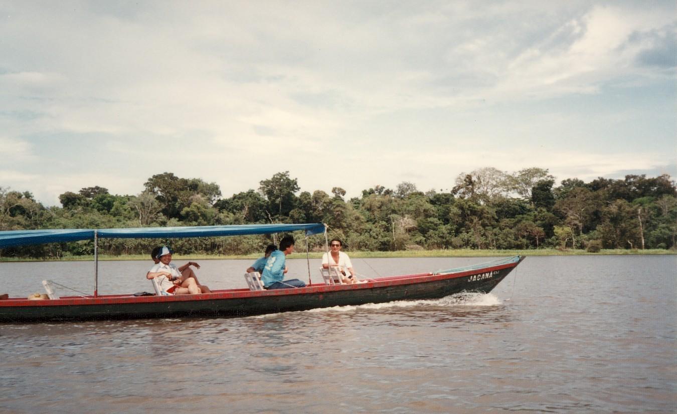アマゾン川を遡る(後席)