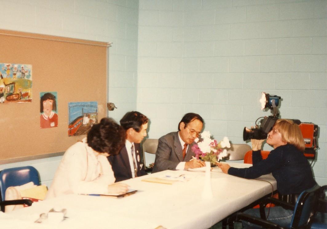 米ペンシルバニア州アルツーナで地元TV局から取材を受ける。 1985年10月