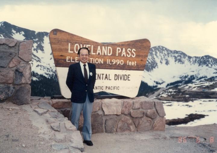 ロッキー山脈分水嶺のラブランド峠(海抜3,655m)を越える。 1990年6月