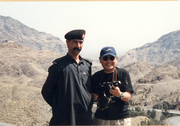 カイバル峠で護衛兵士から銃砲拝借