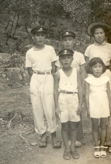京都市立上桂中3年時・弟と妹、従姉と西芳寺(苔寺)にて 1953年8月