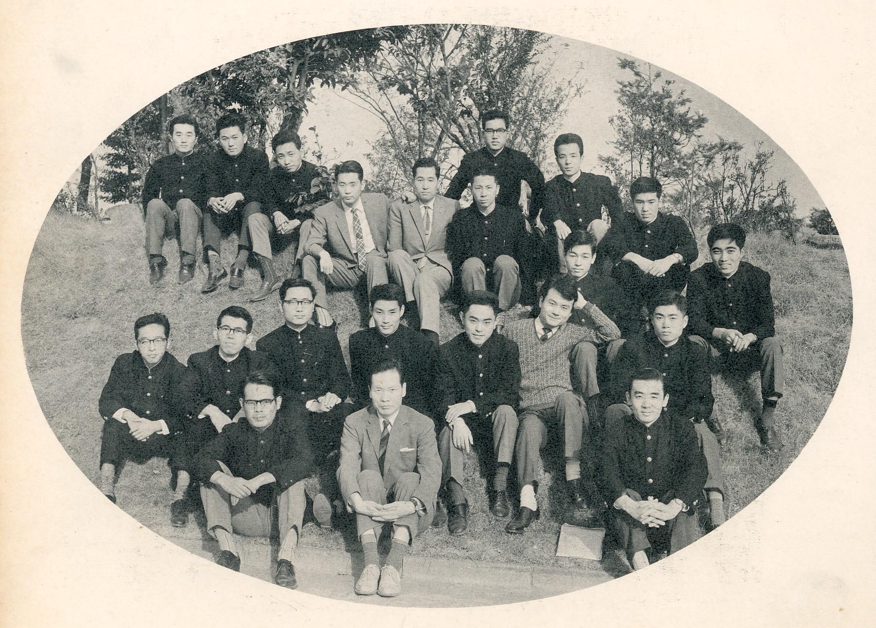 慶大経済学部飯田ゼミ同期生・最前列飯田教授の左隣 1963年1月
